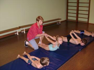 Как тренировать спину при сутулости