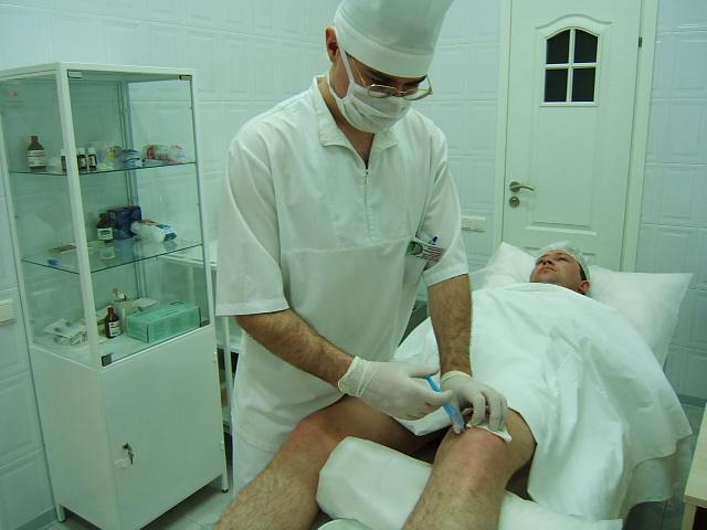 операция коленных суставов где можно сделать медицинский центр