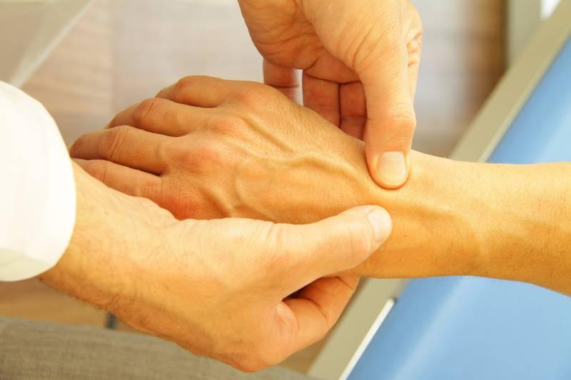 выкручивание суставов симптомы болезни