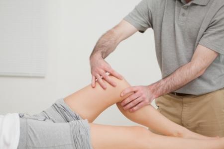 Делаем массаж коленного сустава