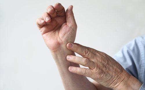 Артроз лучезапястного сустава: симптоматика, причины, лечение
