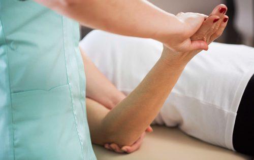 Травмы локтя и их лечение: ушибы, вывихи, переломы, разрывы связок