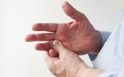 Травмы суставов пальцев рук: виды и лечение